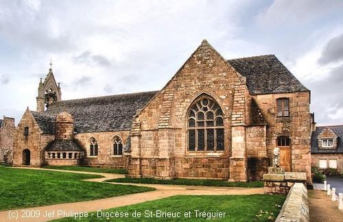 Eglise_SteAnne_Tregastel-2.jpg